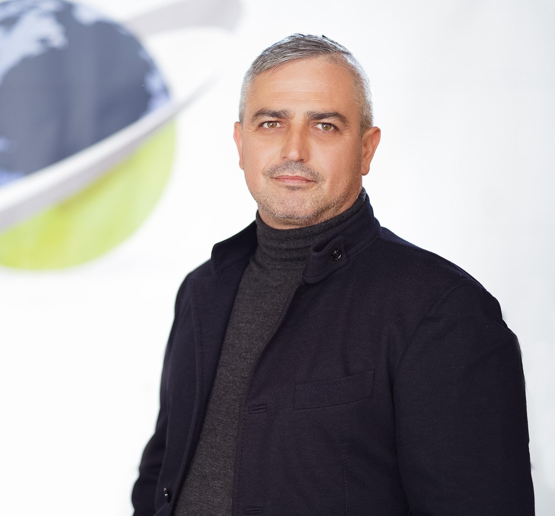 Sergej-Kollert-Managing-Director_02.jpg